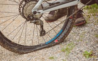 Как правильно заклеить велосипедную камеру?