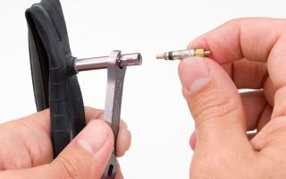 Как поменять ниппель на велосипедной камере?