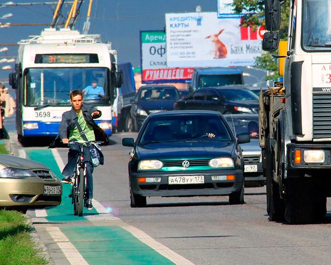 Какими знаками обозначается специальная полоса для велосипедистов?