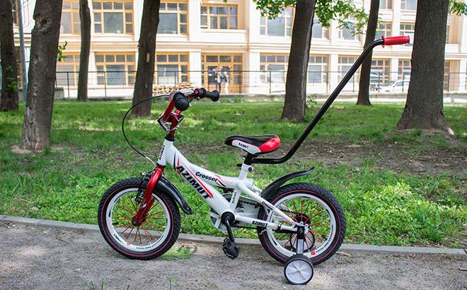 Детский двухколесный велосипед с ручкой